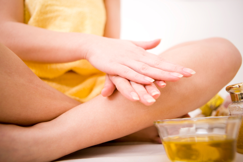 Appliquez l'huile de baobab bio directement sur la peau